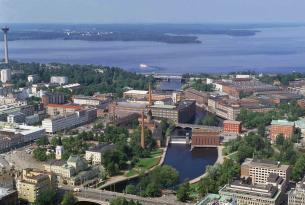 Helsinki Costa Oeste y Ruta de los Mil lagos en coche de alquiler