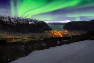 Fiordos y auroras boreales
