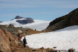 Trekking bajo las auroras boreales en la tierra de Tunu: costa este de Groenlandia