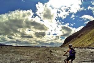 Viaje en bicicleta. Islandia en MTB. Pura naturaleza