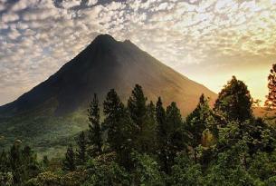 Costa Rica Maravillosa: los parques nacionales de  Tortuguero, Volcán Arenal y Monteverde a tu aire coche de alquiler