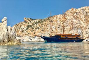 Crucero en velero a motor por las Islas Cícladas