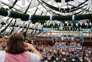 Escapada en grupo al Oktoberfest de Múnich con mesa reservada