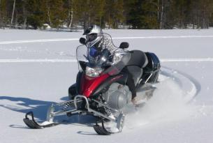 Viaje en moto de nieve Suecia Círculo Polar largo
