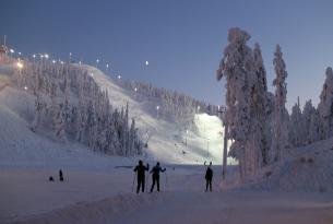 Puente diciembre en Laponia: Rovaniemi, iglú de cristal, motos de nieve y auroras boreales desde Málaga