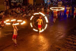 Sri Lanka en grupo durante el Festival Esala Perahera