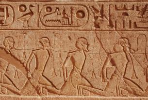 Egipto en Semana Santa: Historias de faraones en grupo especial singles